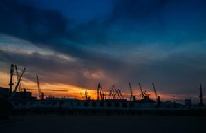 Одесский порт обесточен и приостановил грузовые операции
