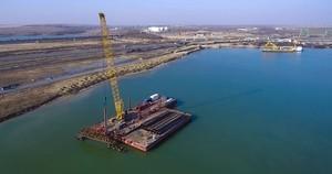 В порту Южный впервые за восемь лет начали строить новый причал (ФОТО)