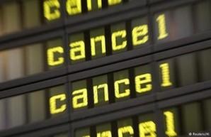 Персонал берлинского аэропорта устроил забастовку: авиарейсы отменены