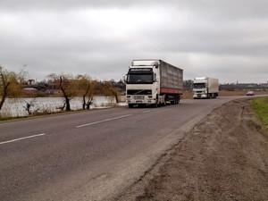 Ямы на дорогах Украины сейчас - наибольшие за последние годы