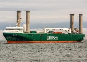 Maersk проводит испытания танкера с роторными парусами