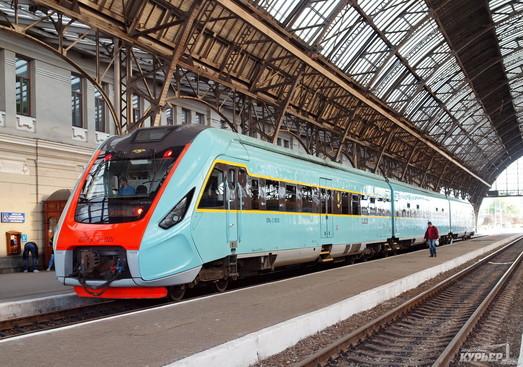 На Пасху в Украине назначают дополнительные пассажирские поезда