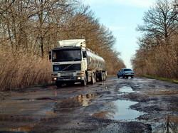 В Одесской области некоторые дороги похожи на танкодром (ФОТО)