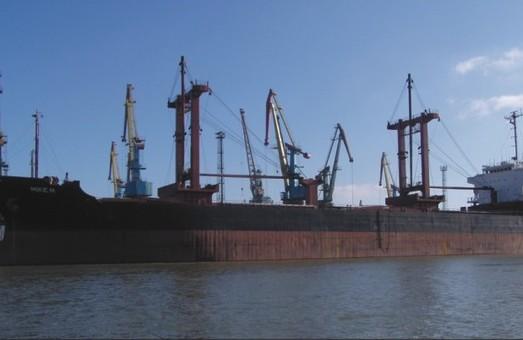 В Николаеве на ремонте стоит российский нефтяной танкер