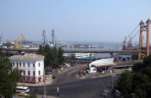 В одесском порту обещают построить альтернативный автомобильный въезд в порт и исключить проезд автотранспорта по городским улицам