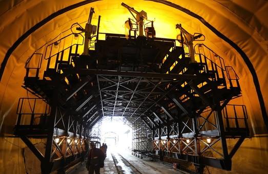 Как достраивают крупнейший в Украине железнодорожный тоннель в Карпатах