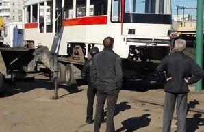 В Запорожье начались поставки корпусов для сборки низкопольных трамваев