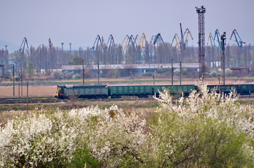 Станция Рени-Наливная и вид на краны порта Рени