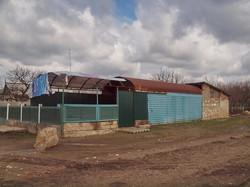Магазин-бар, перестроенный из вагона-рефрижератора в селе Серпневое