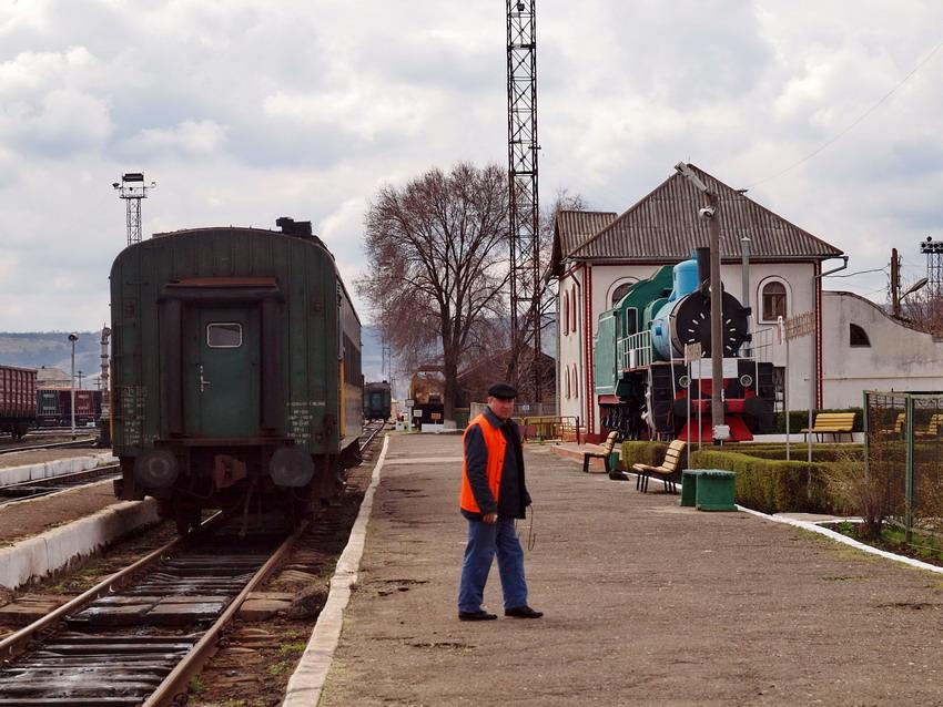 Все пассажирское сообщение в Бессарабской - один поезд из одного вагона до Кишинева