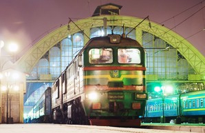Во Львове при столкновении поездов сошли с рельс 8 вагонов
