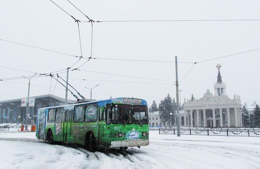 Апрельская непогода мешает работать аэропортам Харькова и Запорожья