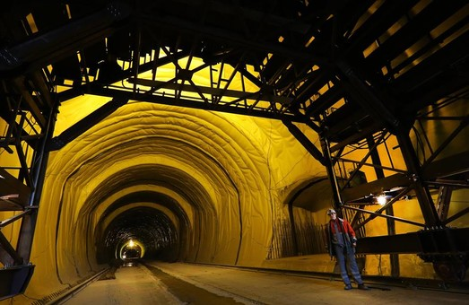 Омелян обещает открыть Бескидский тоннель уже в этом году