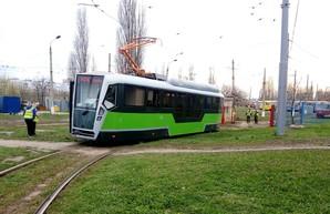 В Харькове запустили на испытания новый частично низкопольный трамвай (ФОТО)