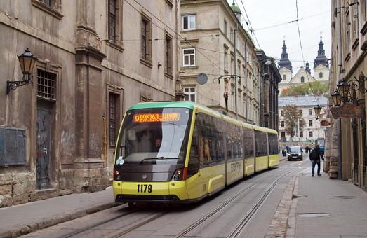У Порошенко одобрили закон о еврокредите на нужды городского транспорта по всей Украине