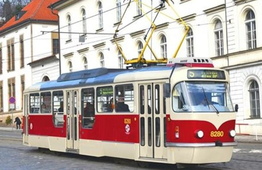 """В Праге возвращаются к строительству новых частично низкопольных трамваев с дизайном """"Татра-Т3"""" (ФОТО)"""