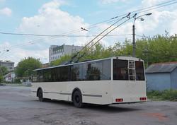 """В Житомире стали превращать старые советские троллейбусы """"ЗиУ"""" в низкопольные (ФОТО)"""