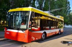 В Одессе продолжают ремонтировать и окрашивать в фирменные цвета троллейбусы (ФОТО)
