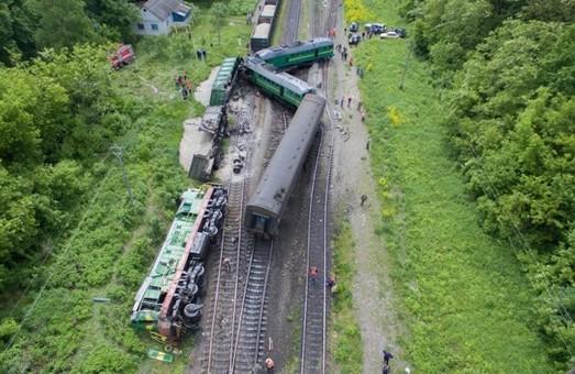В Хмельницкой области столкнулись пассажирский и грузовой поезда