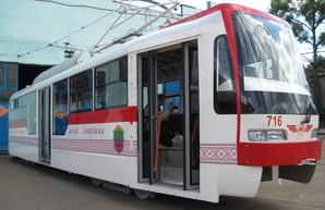 В Запорожье представили новый частично низкопольный трамвай (ФОТО)