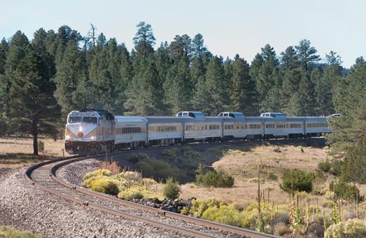 В США электрифицируют железную дорогу между двумя крупными городами Калифорнии