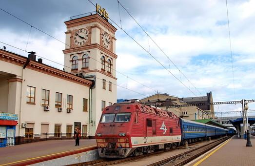Украина пока не будет отменять пассажирские поезда в Россию