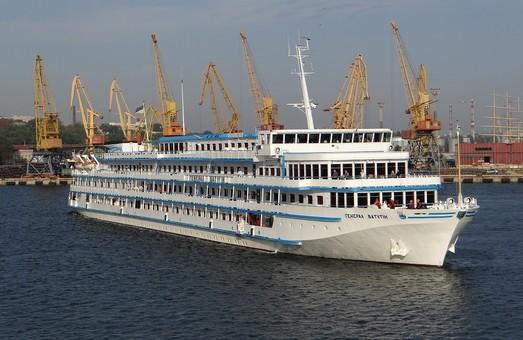 """Украинский лайнер """"Генерал Ватутин"""" внезапно вместо Одессы направился в Россию"""
