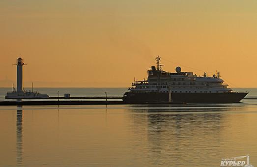 """Сегодня Одессу посетил лайнер """"Island Sky"""""""
