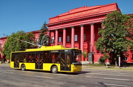 В Киеве подписаны договоры с победителями тендеров на 80 троллейбусов и 7 трамваев