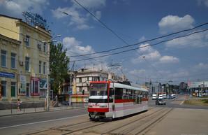 Первый собранный в Запорожье трамвай начал перевозить пассажиров