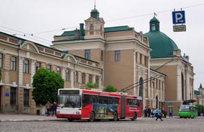 """В Ивано-Франковск закупают еще три низкопольных троллейбуса-""""гармошки"""""""