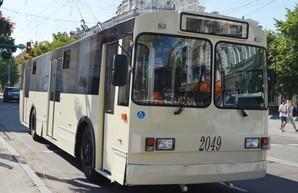 """В Житомире запустили на маршруты модернизированный старый троллейбус """"ЗиУ"""" с низким полом"""