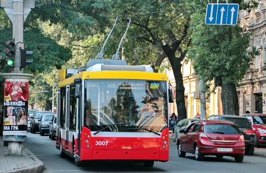 """На выходных общественный транспорт Одессы будет объезжать """"раскопки"""" на Канатной"""