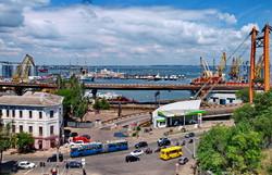 Фото дня: одесские троллейбусы и база ВМС