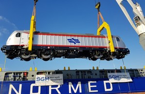 Для израильской железной дороги привезли первый электровоз