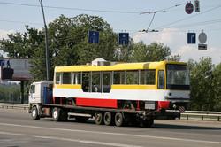 Как новые трамваи попадают в Одессу: фото дня