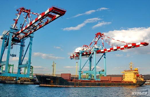 Порты Южного и Днепра связал контейнерный поезд