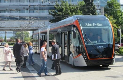В австрийский Линц привезли первые трехсекционные троллейбусы