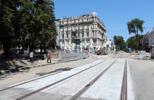 Трубы или полусферы: как будут отделять одесский трамвай от автомобилей в центре города