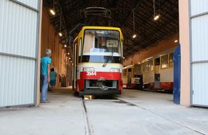 В Одессе презентовали восьмой по счету новый трамвай собственной сборки