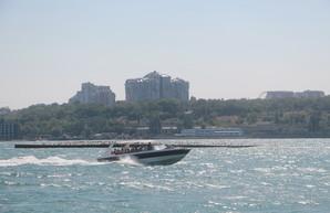 В Одессе решали, что делать с затонувшим волноломом