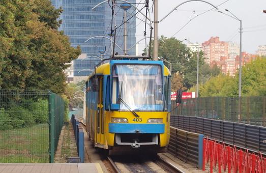 "Cгоревший киевский трамвай ""Кобра"" отремонтируют за почти 3,5 миллиона гривен."