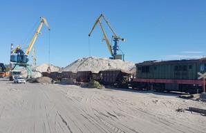 Киевский речной порт восстанавливает железнодорожный подъездной путь