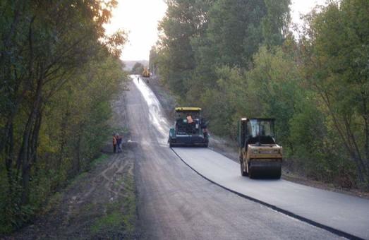 На севере Одесской области ремонтируют дорогу между двумя райцентрами