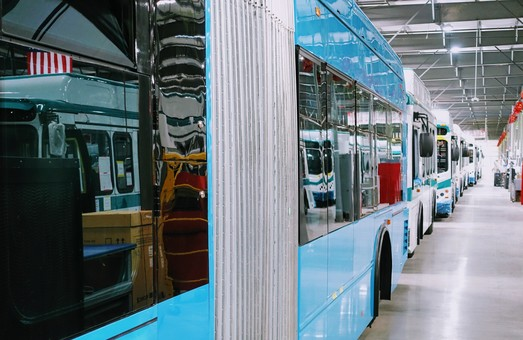 В Калифорнии открылся завод по производству электробусов китайского BYD