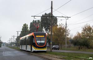 Новый трехсекционный трамвай от одесско-днепровской компании проходит испытания (ВИДЕО)