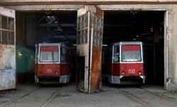 """Останні """"живі"""" трамваї у депо """"Ісані"""". 2007 рік... Не знайшовши покупців на цю техніку їх просто знищили..."""
