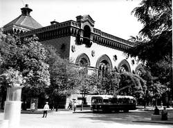 Троллейбус модели МТБ-82 на Пушкинской около Филармонии, 1953 г. фото Я. Таборовского из фонда ЦГКФФА Украины им. Пшеничного