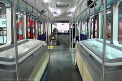 Китайский перронный автобус King Long AVE140 (XMQ6140ABD4). Пассажирский салон. Вид вперед.