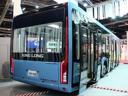 Китайский перронный автобус King Long AVE140 (XMQ6140ABD4). Впервые показан трехосный аэродромник-электробус!